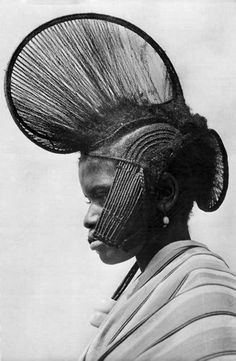 Africa | Foulah woman. Fouta Djallon, highland region in central Guinea || Vintage postcard