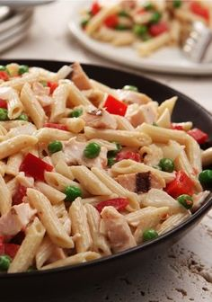 Weeknight Pasta Salad – Pasta and tender chunks of chicken combine with creamy dressing and a medley of vegetables in this great weeknight salad recipe.