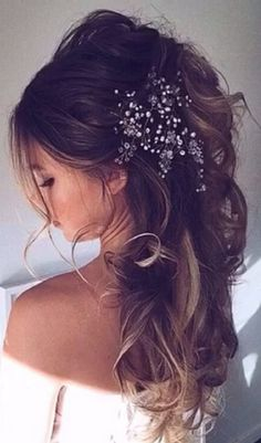 awesome 20+ Stunning and Pretty Half Up Half Down Wedding Hairstyles https://viscawedding.com/2017/03/24/20-stunning-half-up-half-down-wedding-hairstyles-inspiration/