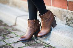 Ariana Lauren of #fashionborn wearing boots #stevemadden