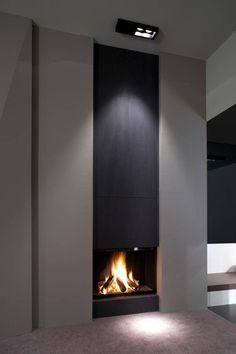 Camino moderno sia aperto che chiuso - presenta uno sportello scorrevole di vetro - soggiorno colore grigio e nero