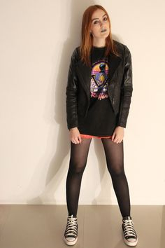 street style - ootd - look do dia - ginger - winter - red shorts - short vermelho - black all star - Drive movie t-shirt - Ryan Gosling Drive - jaqueta preta - jacket - batom cinza - gray lipstick