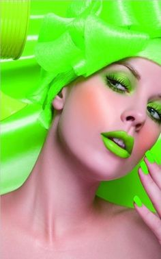 Beautiful colorful pictures and Gifs: Color verde (Green)-Touch of Color Bright Makeup, Green Makeup, Neon Green, Green Colors, Bright Green, Bold Colors, Lip Colors, Monochromatic Makeup, Foto Fashion