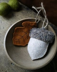 Wool acorn and oak leaf by Lil Fish Studios Felt Christmas Ornaments, Christmas Crafts, Xmas, Acorn And Oak, Deco Nature, Ideias Diy, Theme Noel, Bowl Fillers, Penny Rugs