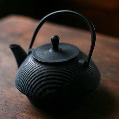 Japanese Teapot, looks zen thanks to it's simplicity :)