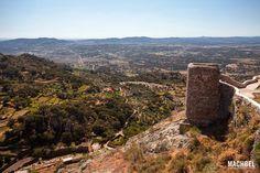 Vistas a los campos y la dehesa extremeña desde el castillo de Montánchez, Montánchez, Extremadura
