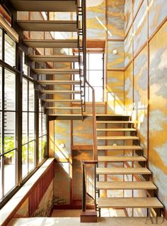 Modern staircase | Hallway de la Torre design studio #interiordesign #architecture #gold #ornate #staircase #modern #natural #light #chic