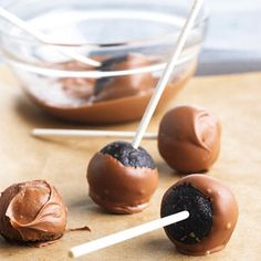 Your kids will love this treat recipe on a stick. We used Oreo cookies to get the intense chocolate flavor of these no-bake bonbons.