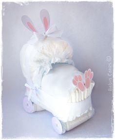 Cadeau de naissance mini landau de couches lapin rose