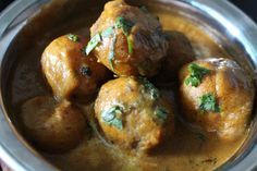 Kashmiri Dham Aloo (Potatoes cooked in tomato and yogurt sauce) |