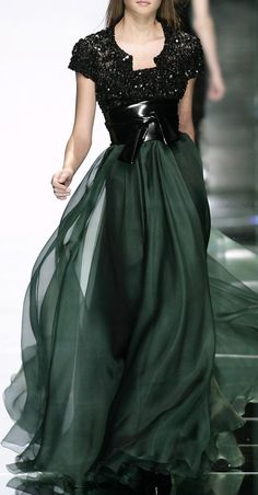 Elie Saab -Fall 2007 black and green dress Style Couture, Couture Fashion, Runway Fashion, Couture Week, Fashion Models, Beautiful Gowns, Beautiful Outfits, Traje Black Tie, Fashion Vestidos