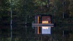 Ce sauna, entièrement construit par Small Architecture Workshop, est la première d'une série d'interventions visant à améliorer la gamme de services d'un petit Bed & Breakfast en Suède. L'hôtel est situé à environ trois heures de route au nord de Stockholm, au milieu de la forêt suédoise, loin des principales routes touristiques du pays.  Les propriétaires du lieu, un couple belge ayant déménagé en Suède il y a quelques années, ont commencé à développer plusieurs projets visant à offrir...