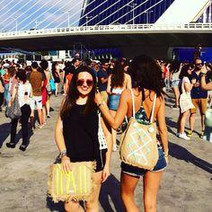 Disfrutando del @festivaldelesarts con amigos @veronicaibanez y mi #mochila @carinavalentina ☀️#alpargatas #bags #bolsodemano #bolsosdelujo #carterademano #clutch #festivaldelesarts #newcolletion #luxury #lujo #elegant #mujer #style #bolsosartesanos #artesania #diseñadoradebolsos #diseñadora #diseñadoravalenciana #modafemenina #bolsosdediseño #espardeñas #madeinspain #coloresfofi #handmade #mochila #spain #carinavalentina