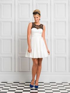 Review Audrina Dress in black/white.  I like the hairstyle on the model.