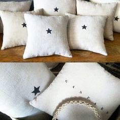 Pluie d'étoilesce matin chez @florencebouvier#pucesducanal #mercigaspard #cushions #sofrench #lin #frenchliving #blackstar #florencebouvier