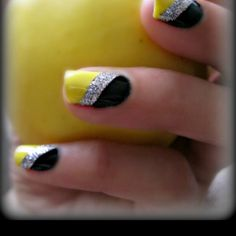 <3 Iowa Hawkeyes Nails <3