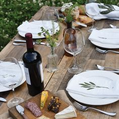 Beautiful al fresco tabletop and garden herb napkins - Thanksgiving inspiration.