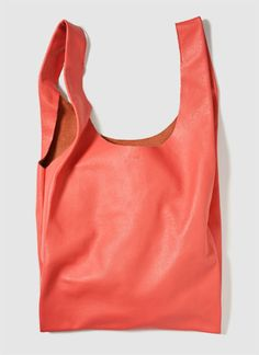 thanks to baggu, a perfect relaxed, coral tote for summer.