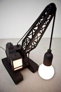Les designers font preuve d'une grande créativité lorsqu'il s'agit de réinventer les objets du quotidien. DGS vous présente 34 lampes qui, une fois passées sous les mains de ces artistes, sont devenues des chefs-d'oeuvre d'originalité lumineuses. ...