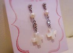クロス型*マザーオブパールは直訳すると「真珠の母」パールという名前がついていますが、実際は真珠の母貝です。真珠の母貝は主に、白蝶貝、黒蝶貝、茶蝶貝、アコヤ貝な...|ハンドメイド、手作り、手仕事品の通販・販売・購入ならCreema。