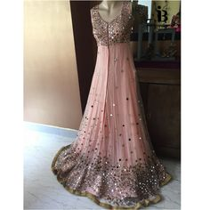 Haute spot for Indian Outfits. Pakistani Party Wear, Party Wear Lehenga, Pakistani Dress Design, Bollywood Outfits, Pakistani Outfits, Indian Outfits, Indian Clothes, Bollywood Fashion, Wedding Party Dresses