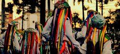 O Congado, também chamado de Congo ou Congada mescla cultos católicos com africanos num movimento sincrético. É uma dança que representa a coroação do rei do Congo, acompanhado de um cortejo compassado, cavalgadas, levantamento de mastros e música. Os instrumentos musicais utilizados são a cuíca, a caixa, o pandeiro, o reco-reco. O ponto alto da festa é a coroação do rei do Congo. Congada - Foto Fábio Durso