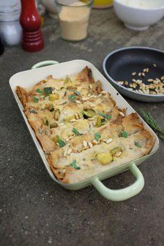 Mahmood ha portato una ricetta che parla anche delle sue origini. Cannelloni di pane carasau con salmone e zucchine!
