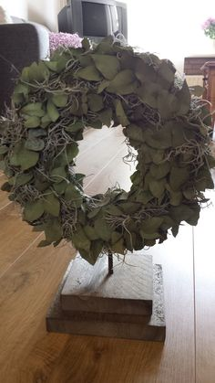 Beautiful eucalyptus wreath on a tripod. The wreath is 30 cm in diameter. - Before After DIY Spring Front Door Wreaths, Christmas Door Wreaths, Christmas Party Decorations, Christmas Ornaments, Holiday Decor, Before And After Diy, Eucalyptus Wreath, Country Crafts, Nursery Wall Decor