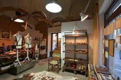 QUOIO by Rough Florence Workshop Hand Made leather goods, bags, belts and many more! Via dei Serragli, 69/red - Florence, Italy