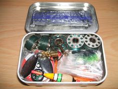 The Paracord Project: 10 Survival Uses for an Altoid Tin. I especially like the fishing kit. ~M - pinnere Survival Supplies, Survival Prepping, Emergency Preparedness, Survival Gear, Survival Skills, Survival Quotes, Emergency Kits, Survival Hacks, Emergency Supplies