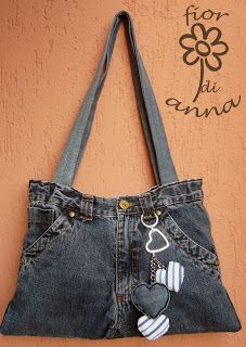 Your old jeans have a story. You gave them life and in return, they gave you years of comfort and experience. Don't let their story just end ther Diy Jeans, Jeans Denim, Hip Purse, Denim Purse, Blue Jean Purses, Diy Clothes Life Hacks, Denim Handbags, Jeans Material, Recycled Denim