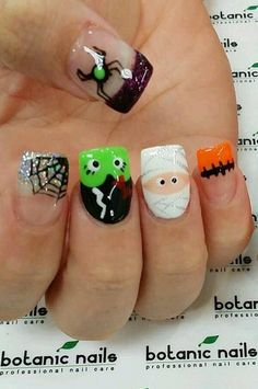 Pick creepy Halloween nail art ideas & designs this season from the easy and cute Halloween manicure roundup of festive fall nails. Fancy Nails, Cute Nails, Pretty Nails, My Nails, Nail Art Designs, Acrylic Nail Designs, Acrylic Nails, Seasonal Nails, Holiday Nails