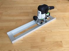 Router Sled by Ostap -- Homemade router sled fabricated from aluminum plate and angle. http://www.homemadetools.net/homemade-router-sled-6