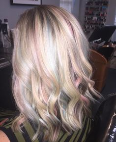 Opal hair Blonde hair with pastel highlights . Opal hair Blonde hair with pastel highlights Underlights Hair, Pastell Highlights, Pastel Hair Highlights, Cabello Opal, Pastel Rainbow Hair, Colorful Hair, Pelo Multicolor, Opal Hair, Pastel Hair