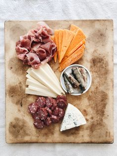 Fall Harvest Cheeseboard | Bev Cooks Cookout Appetizers, Easy Healthy Recipes, Easy Meals, Cracker Candy, Fig Jam, Fresh Figs, Candied Pecans, Fall Harvest, Food Print