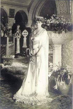 Königin Marie von Rumänien, Queen of Romania, née Princess of Edingburgh by A. Queen Mary, King Queen, Old Photos, Vintage Photos, Maud Of Wales, Romanian Royal Family, British Royal Families, Royal Jewels, Kaiser