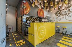 Ham on Wheels – это закусочная каталонского фастфуда в Барселоне, Испания. Этот необычный звездный дизайн придумали дизайнеры  External Reference Architects