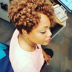 """494 Likes, 14 Comments - Curlkalon Hair® (@curlkalon) on Instagram: """"CURL-selfies that make you say, """"YASSS!"""" We love this 10"""" cut and color cocktail use of colors 27 &…"""""""