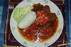 Maso nakrájíme na plátky, osolíme, opepříme, zalejeme vodou, přidáme 2 lžíce kečupu, a 2 lžičky papr... Fusilli, Beef, Food, Meat, Essen, Meals, Yemek, Eten, Steak