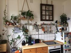 Small but nice. So you get everything you need in a nice kitchen. - Small but nice. So you get everything you need in a nice kitchen. Kitchen Interior, Interior Design Living Room, Casa Hipster, Room Ideias, Küchen Design, House Design, Diy Home Decor Rustic, Dream Apartment, Aesthetic Rooms