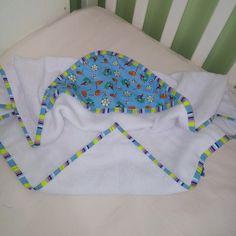 Toalha de bebê de ótima qualidade forrada com fralda para melhor absorção, capuz com detalhe em tecido 100%algodão, seu bebê sequinho na hora certa.Temos outras peças para formar um lindo conjunto como : manta de verão em tecido algodão, manta em Piquet, fraldinhas de boca, almofadinhas educativas Fique à vontade e monte seu kit como desejar. <br> <br>medidas: 74x74 (90cm na diagonal)