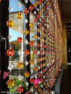 Home Decoration Ideas and Design Architecture. DIY and Crafts for your home renovation projects. Beaded Door Curtains, Crystal Curtains, Cortina Boho, Newspaper Crafts, Suncatchers, Window Treatments, Wind Chimes, Decorative Items, Diy Home Decor