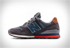 New Balance have just added to their Fall/Winter collection several new styles, including this good looking 996 Distinct Ski Retro, a sleek shoe that captures winter style, and is inspired by elements of retro skiing, taking cues from vintage ski jac Casual Winter Outfits, Outfit Winter, Outfit Summer, Casual Shoes, Winter Snow Boots, Fall Winter, Winter Coats, Vintage Ski Jacket, Timberland Style