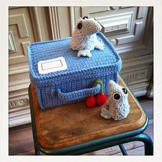 Ma boite à Piou ~ love the crocheted suitcase. seriously cool. :o)