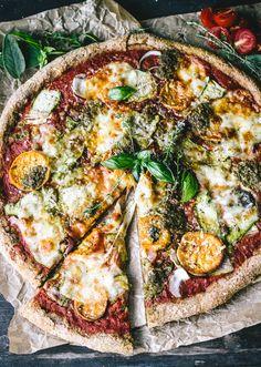 Wie Pizza Auf Einem Grill {+ Ein No-kneten Sweet Potato, Pesto, Zwiebeln und Zucchini Band Pizza Machen}