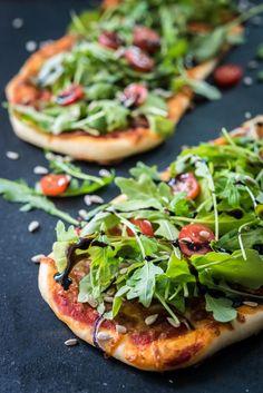 Salaattipizza // Pizza topped with salad Food & Style Mika Rampa Photo Mika Rampa www.maku.fi