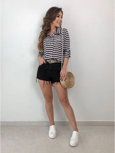 Black shorts and striped shirt outfit Basic Outfits, Mom Outfits, Casual Outfits, Cute Outfits, Look Fashion, Girl Fashion, Fashion Outfits, Womens Fashion, Mode Rockabilly