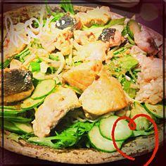 サッパリしてて美味しいです(`_´)ゞ - 5件のもぐもぐ - シャケと水菜のサラダ。玉ねぎドレッシング by bep0000