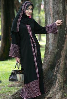 arabic cute girl in black abaya hijab dress arabian photos beautiful saudi girls image arab women photo gallery girlvalue Abaya Designs, Abaya Fashion, Modest Fashion, Abaya Mode, Hijab Stile, Black Abaya, Arab Girls, Arab Women, Fashion Cover