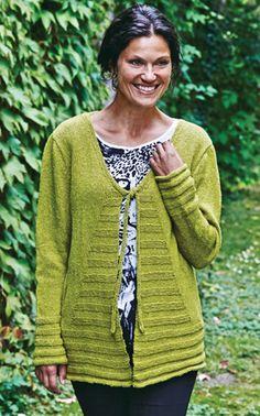 Gratis strikkeopskrifter: Den smukke trøje har flatterende mønster af retriller på forstykket og nederst på ærmer og ryg